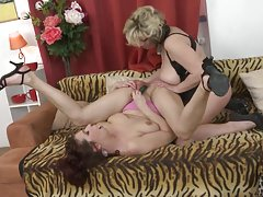 Posh mom fucks 2nd mom with boobs and dildos
