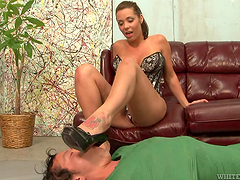 Horny guy sucks on Beverly Hills' toes before she sucks his cock