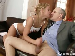 Sexy blonde harlot knows how to give a good blowjob