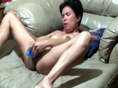 My short haired chick fucks her deep pussy with dildo toy