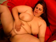 Curvaceous housewife takes a deep drilling and screams with pleasure