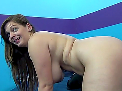 Chubby Jessica Roberts give deep blowjob and gets nailed
