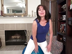 Mature housewife Shelby Ray is toying her ugly hairy snatch closeup