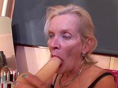 Granny Loreen with big booty masturbating using dildo