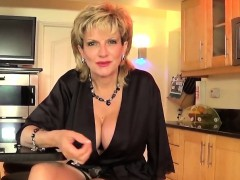 Unfaithful uk milf gill ellis displays her huge boobs
