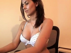 Erotic Brunette Amateur Courtesan
