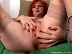 Hot aged redhead frigs her fur pie until this babe squirts